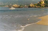 View from La Ropa towards Zihuatanejo. Click to see enlarged version(14k)